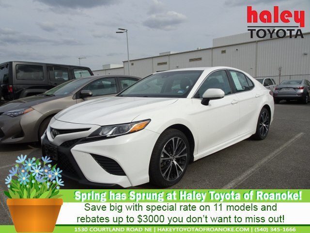 Pre Owned 2018 Toyota Camry White Se