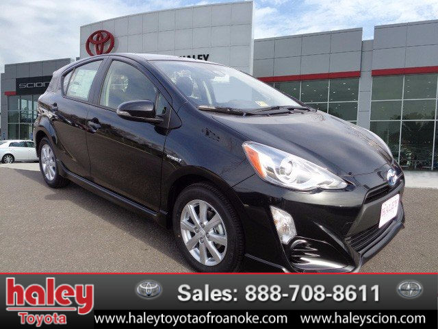 new 2017 toyota prius c two hatchback in roanoke 538382 haley toyota of roanoke. Black Bedroom Furniture Sets. Home Design Ideas